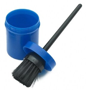 Hoof-Brush-with-Container